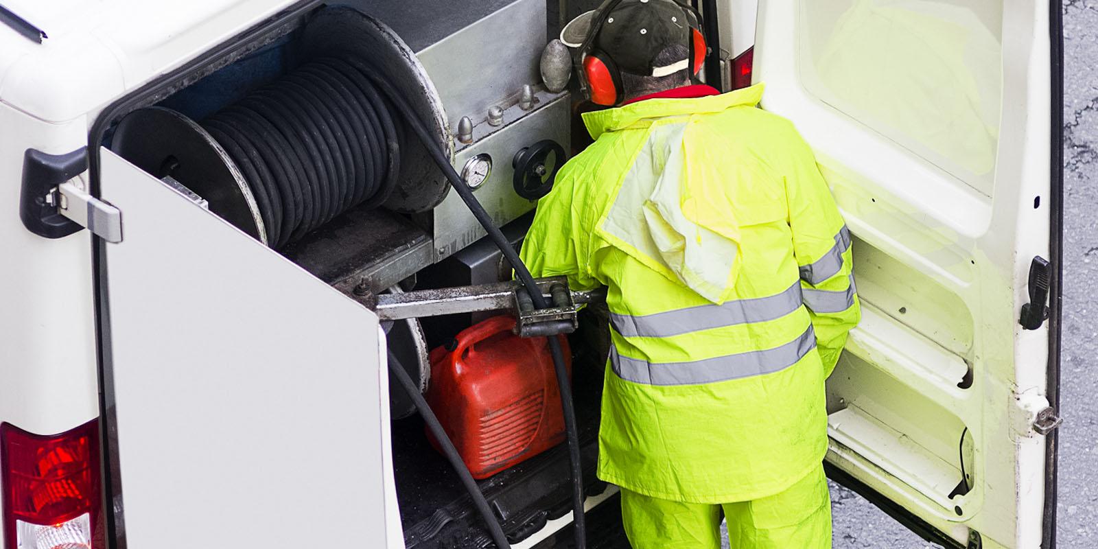 Mechaniczne oraz ciśnieniowe udrażnianie kanalizacji
